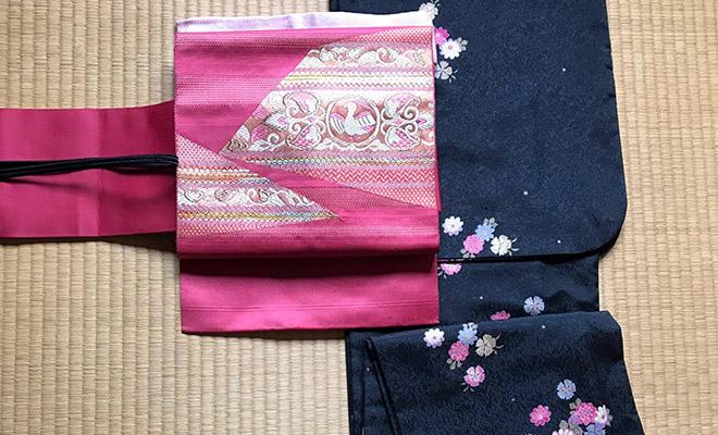 着物とピンクの名古屋帯の組み合わせ