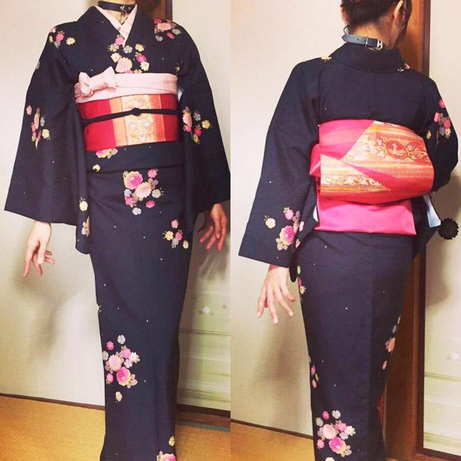 着物×真っピンクの名古屋帯コーデ前後でポーズ